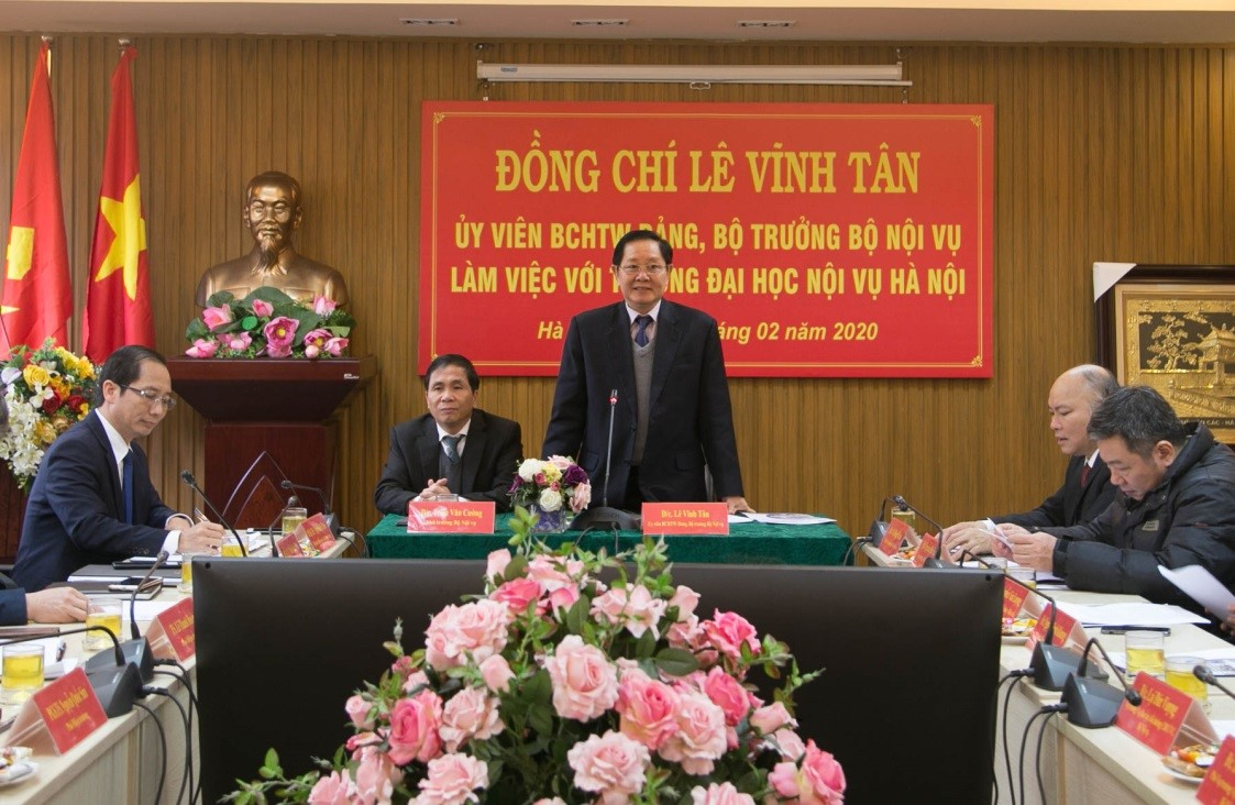 Minister Le Vinh Tan had a working day at Hanoi University of Home Affairs